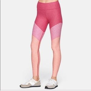 🏋🏽♀️NWT Outdoor Voice's Flamingo Pink Leggings